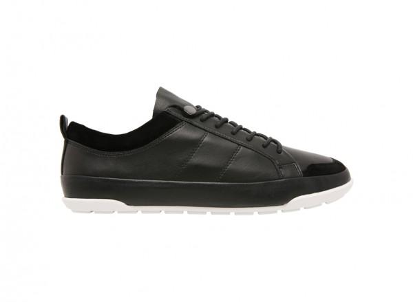 حذاء سنيكرز بيسوني أسود