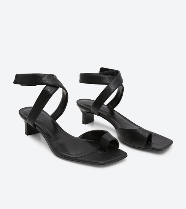 Heel Sandals Thong Tapered Thong Black Tapered Black Heel Sandals TlJcF3u1K5
