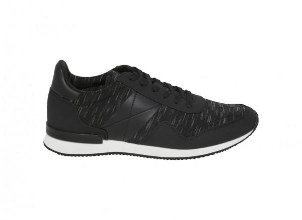 حذاء سنيكرز أسود