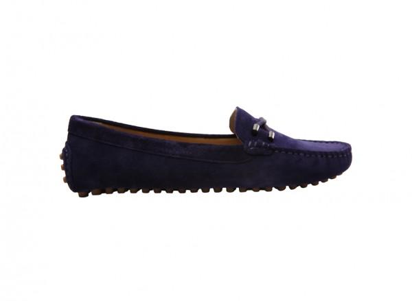 حذاء بلون كحلي