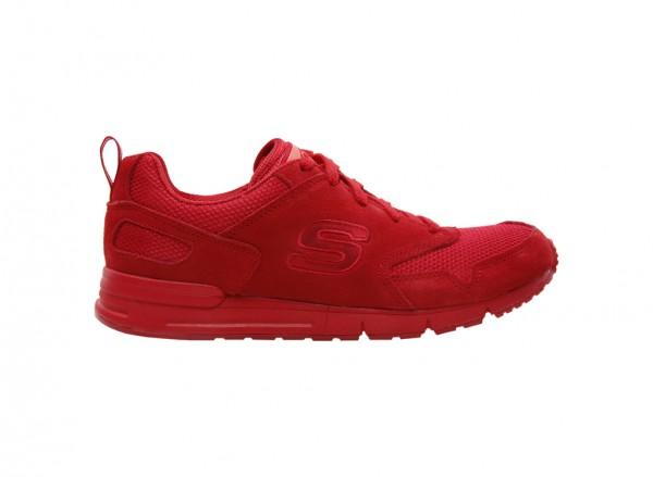 حذاء رياضي لون أحمر