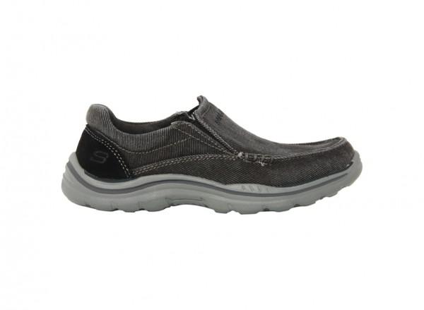 حذاء اكسبيكتيد لون أسود